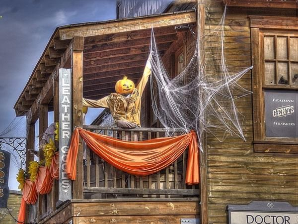 halloween balcony decorating ideas