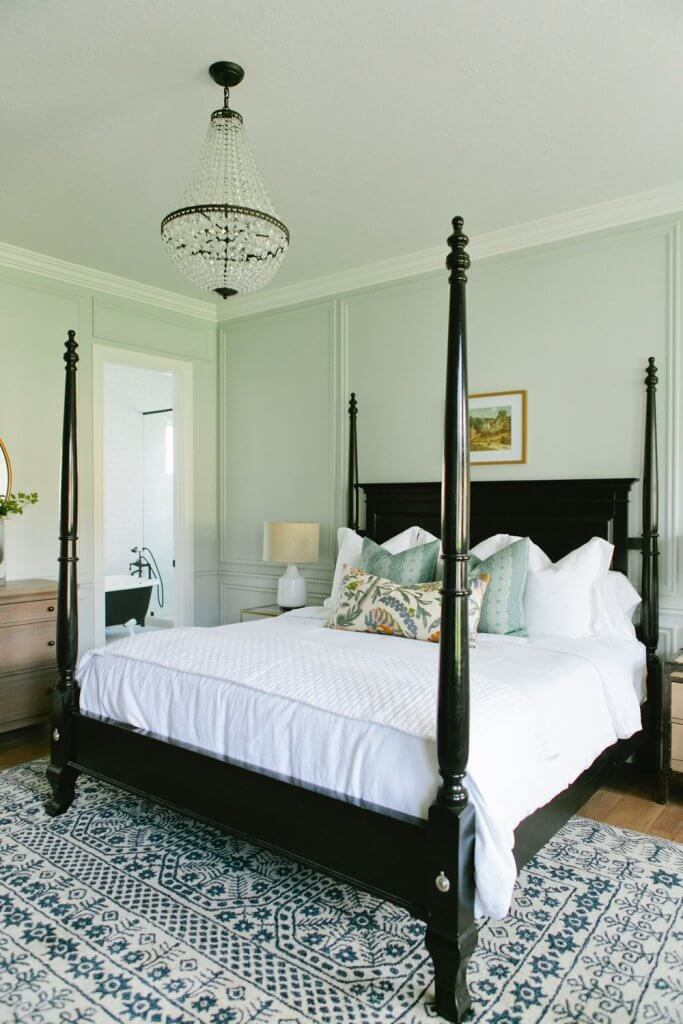 black four poster bed