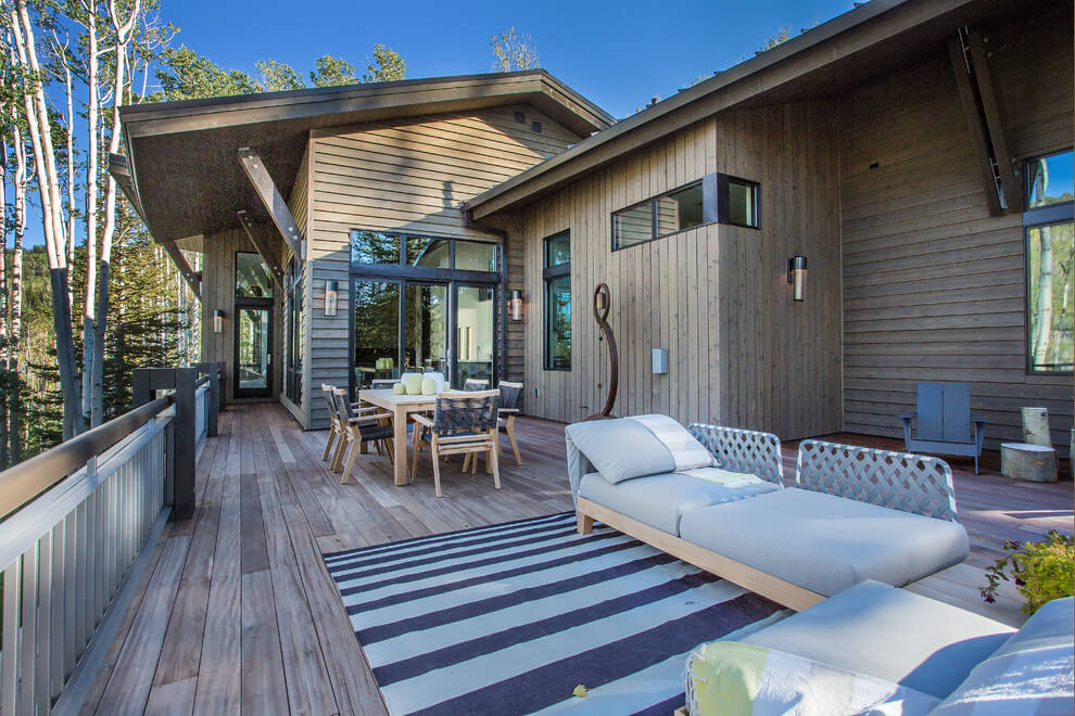 wood and metal contemporary home backyard
