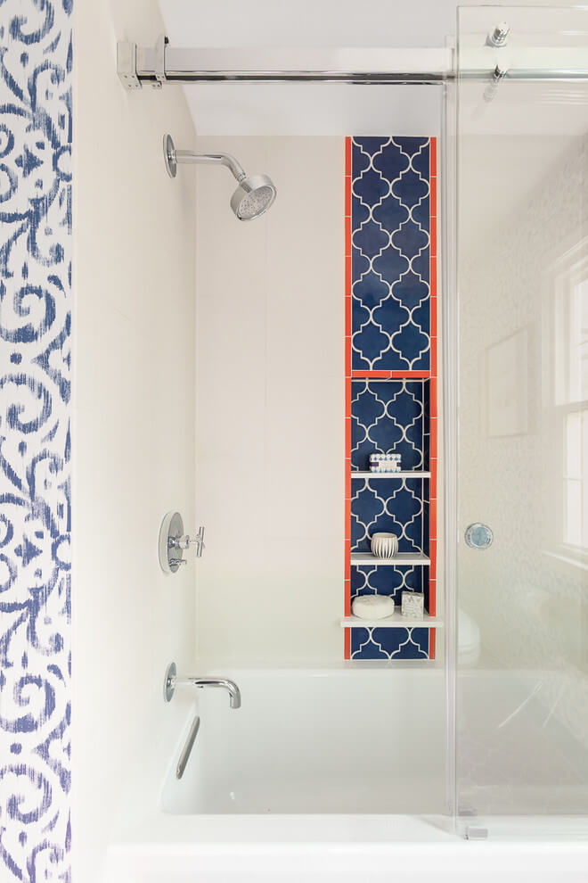 Patterned Inset In Eclectic Bathroom Design