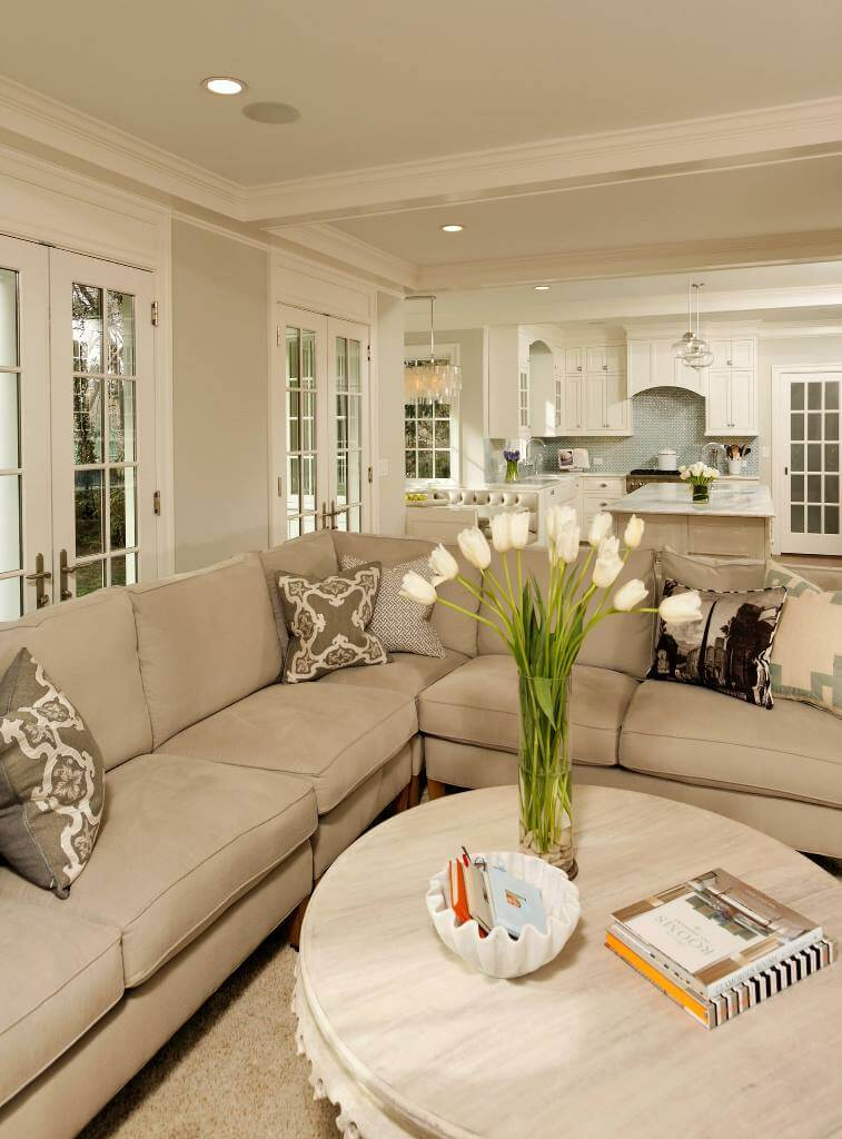 Simple Traditional Living Room Design